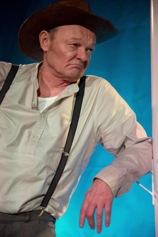 Mann med cowboy-hatt