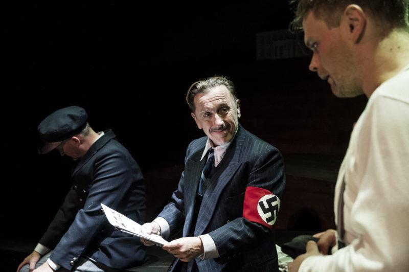 Tre menn i samtale