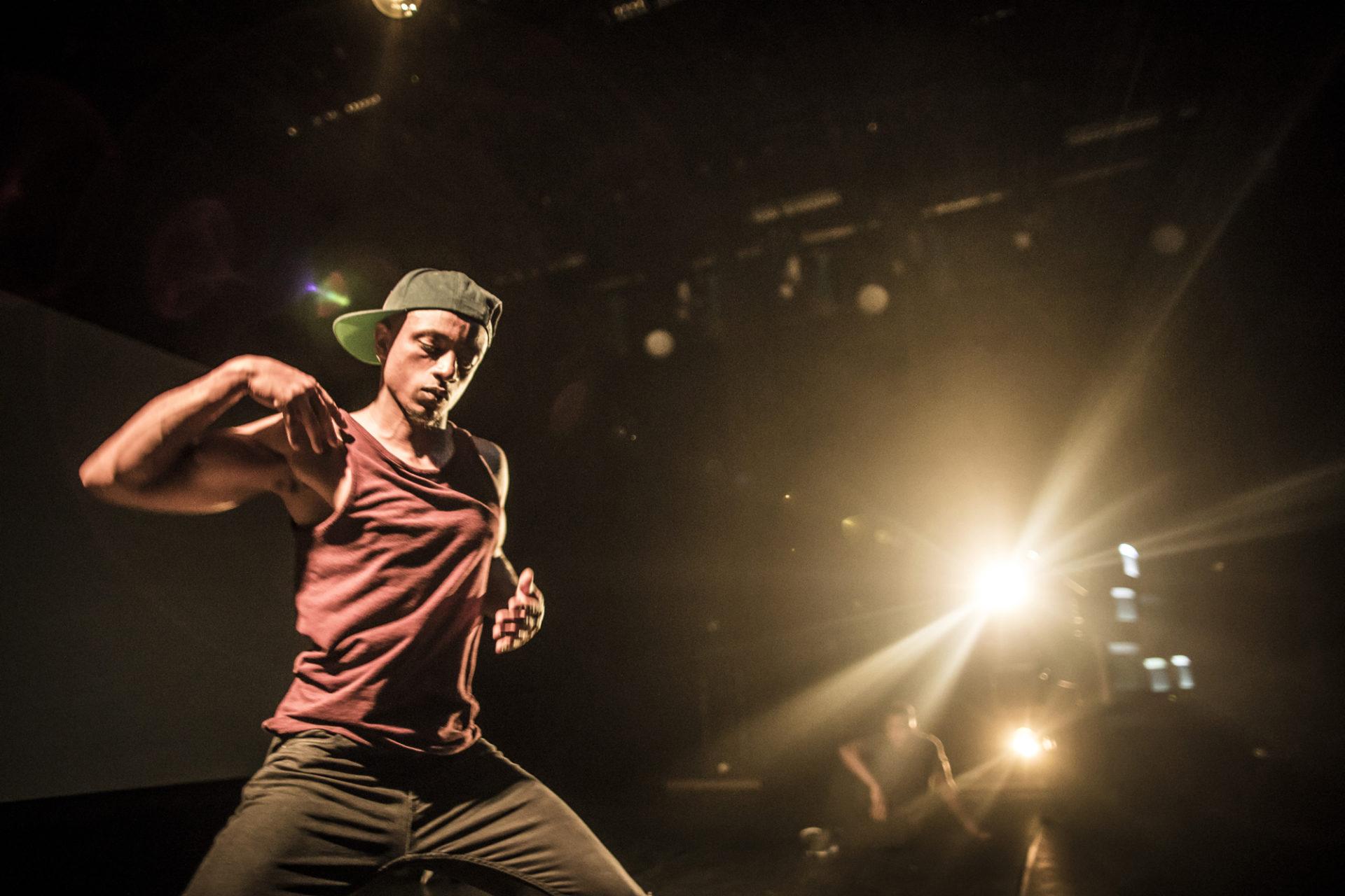 Mann danser