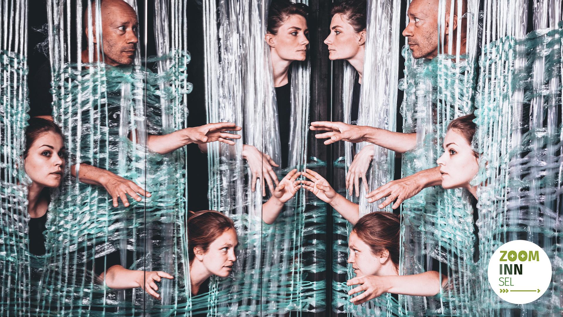 Bilde av fire skuespillere med speilvendt effekt