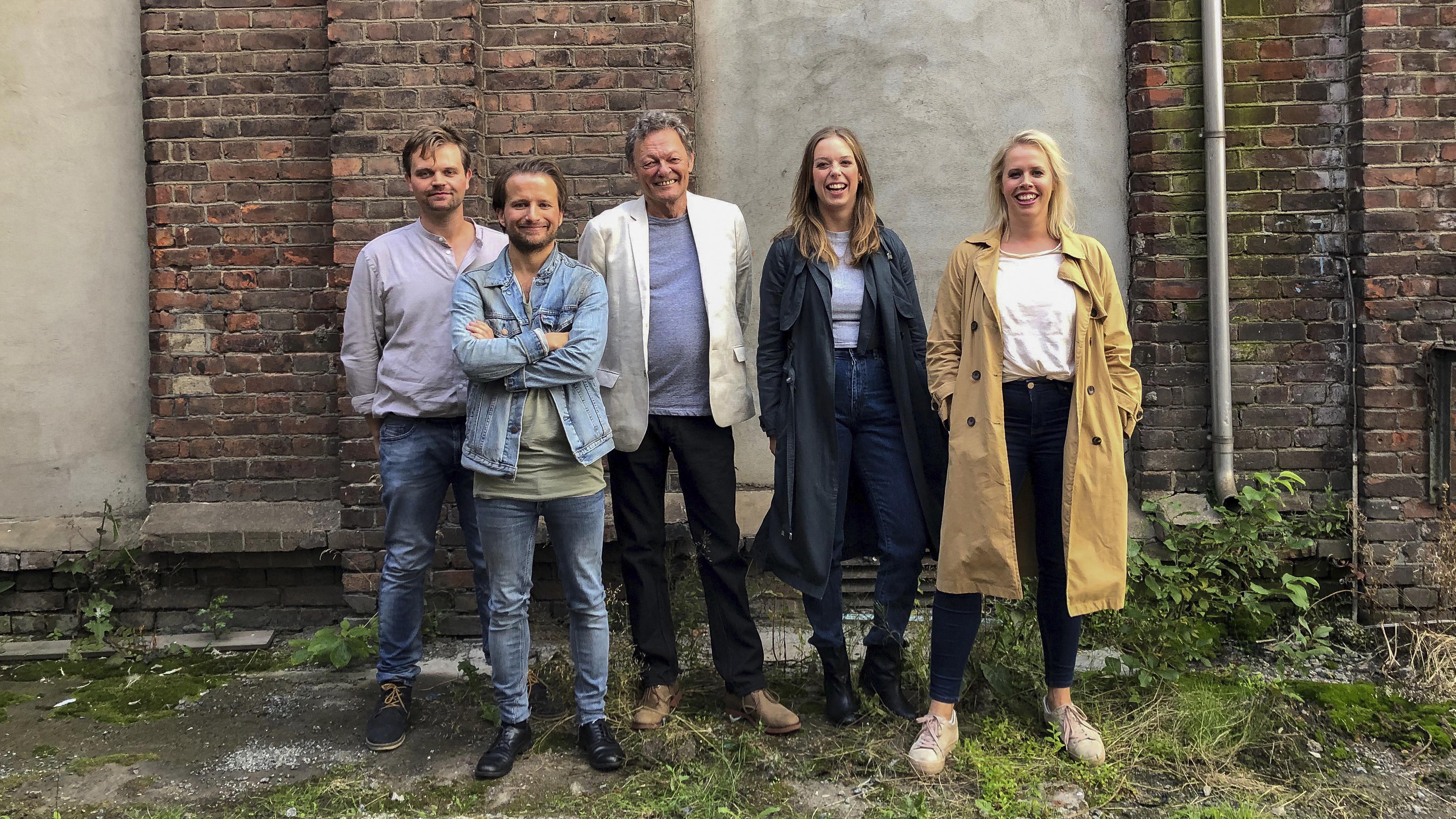 En gruppe skuespillere
