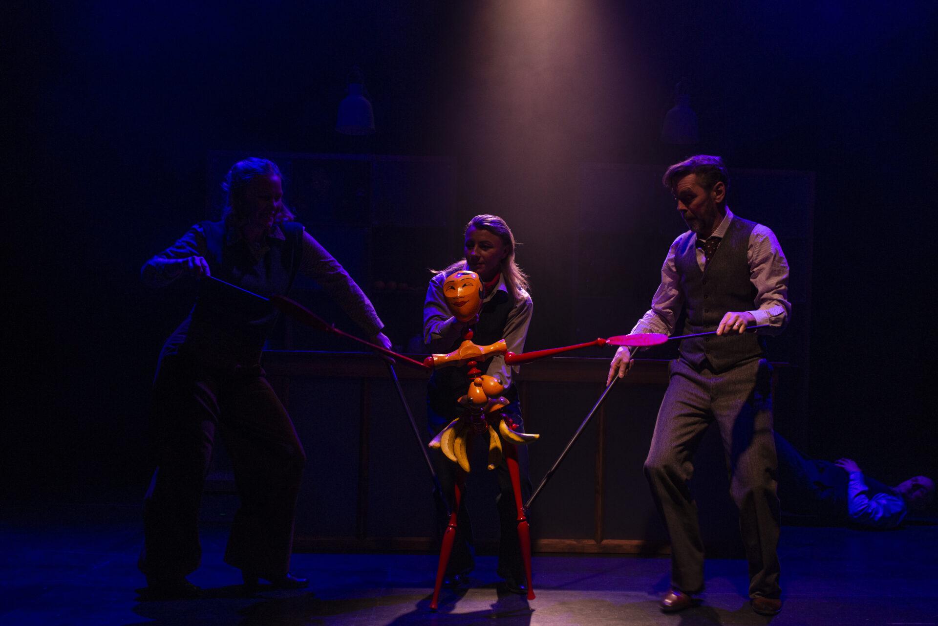 Dukke av Josefine Baker som danser